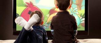 Дети смотрят ТВ